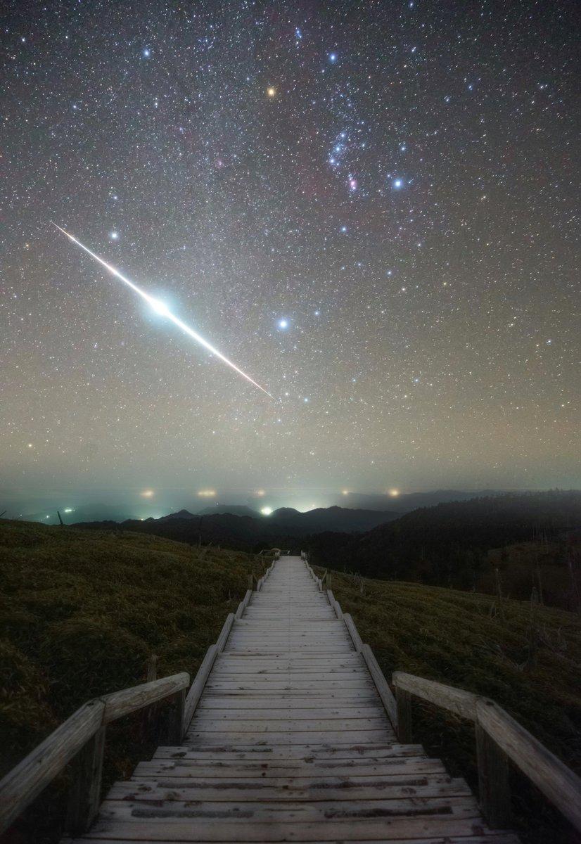 とんでもない流星が撮れたので見てほしい