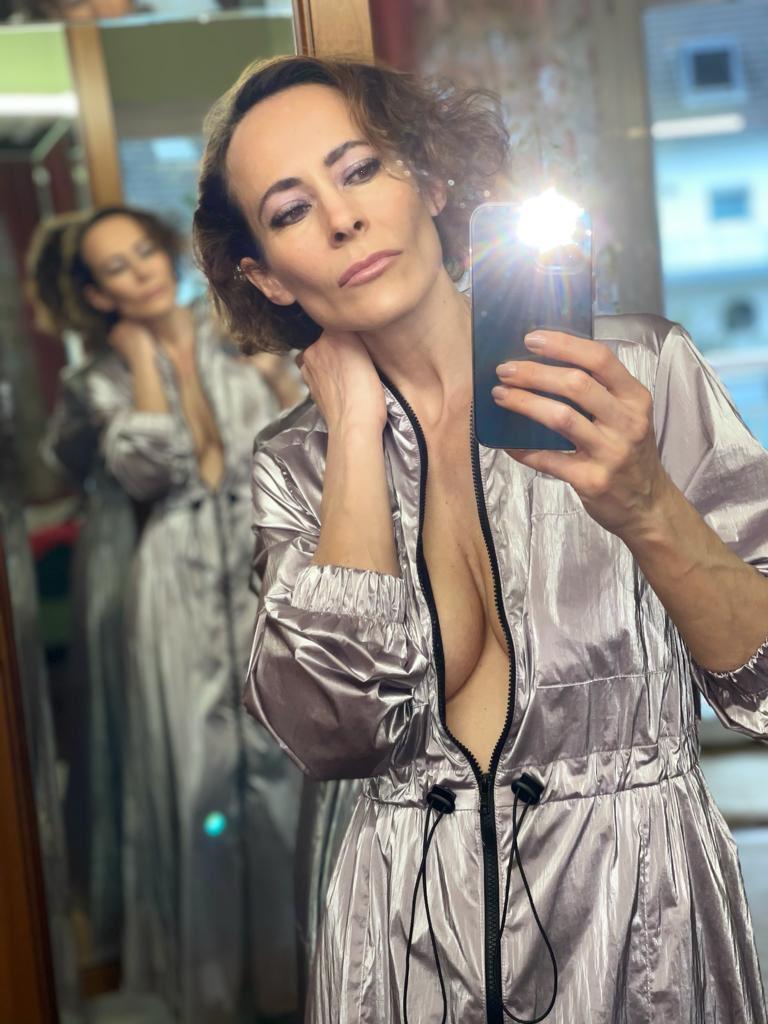 was ist ❣️ was bleibt ❣️ was kommt ❣️Weiß eh keiner… Lasst den Abend schön ausklingen 🥂 ihr Hübschen, Bussi! 💄💋 #SelfieQueen #photo #love #instagood #SAFEMOON #Twitter #Live