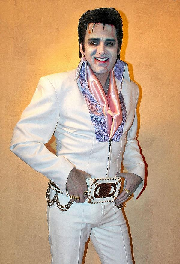 The Little Vegas Chapel Invites Couples to Creep into Love this Halloween with Zombie Elvis  by @Vegaspublicity_ @LilVegasChapel @elvislasvegas #elvis #wedding #halloween #ceremony #holidays #theme #love #marriage #lasvegas