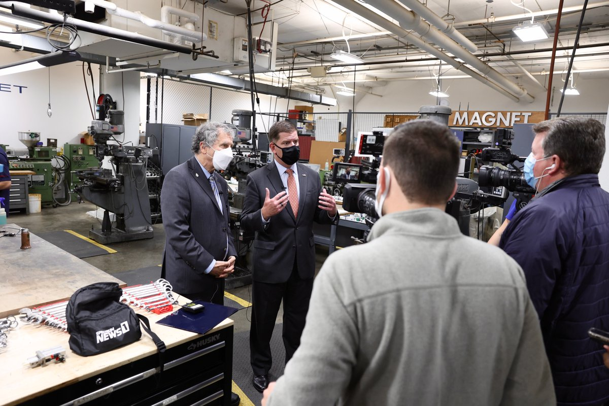 We had some incredible visitors to our facility today!  Thank you @SenSherrodBrown and @SecMartyWalsh for your time! https://t.co/Qz9iVLHrO3