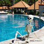 Image for the Tweet beginning: Mr. Bones catching a skele-tan!