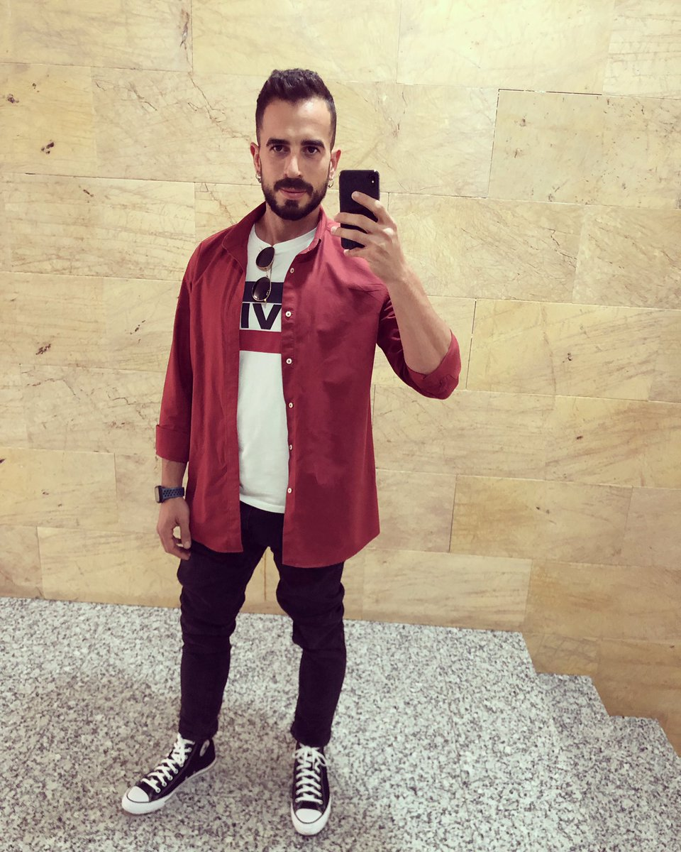 No busques los errores, busca un remedio. • • • • #converse #conversechucktaylor #levis #outfit #style #look #moda #photo #instagram #instagood #followme #ınstacool #new #likesforlike #topcatphoto #motivations #selfie #lifestyleblogger #amazing #goodmornig #monday #day
