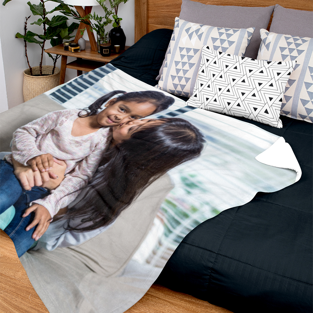 Winter is almost here! It's time to get warm and fuzzy with Canvaschamp's photo blankets. Customize and have fun while you are at it!  . . #photoblanket #roomdecor #homedecor #beautiful #lovely #decorationideas #gifts #giftsideas #lovelife #memories