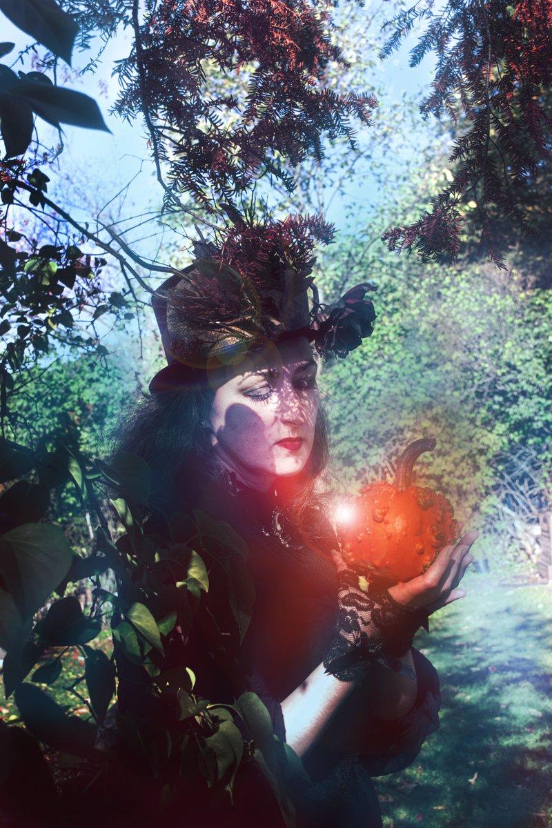 2eme images de la séance photo #photography #PhotographyIsArt #fineartphotography #arts #arty #goth #darkfantasy #fantasy #photo #photoconcept #AutumnFalls