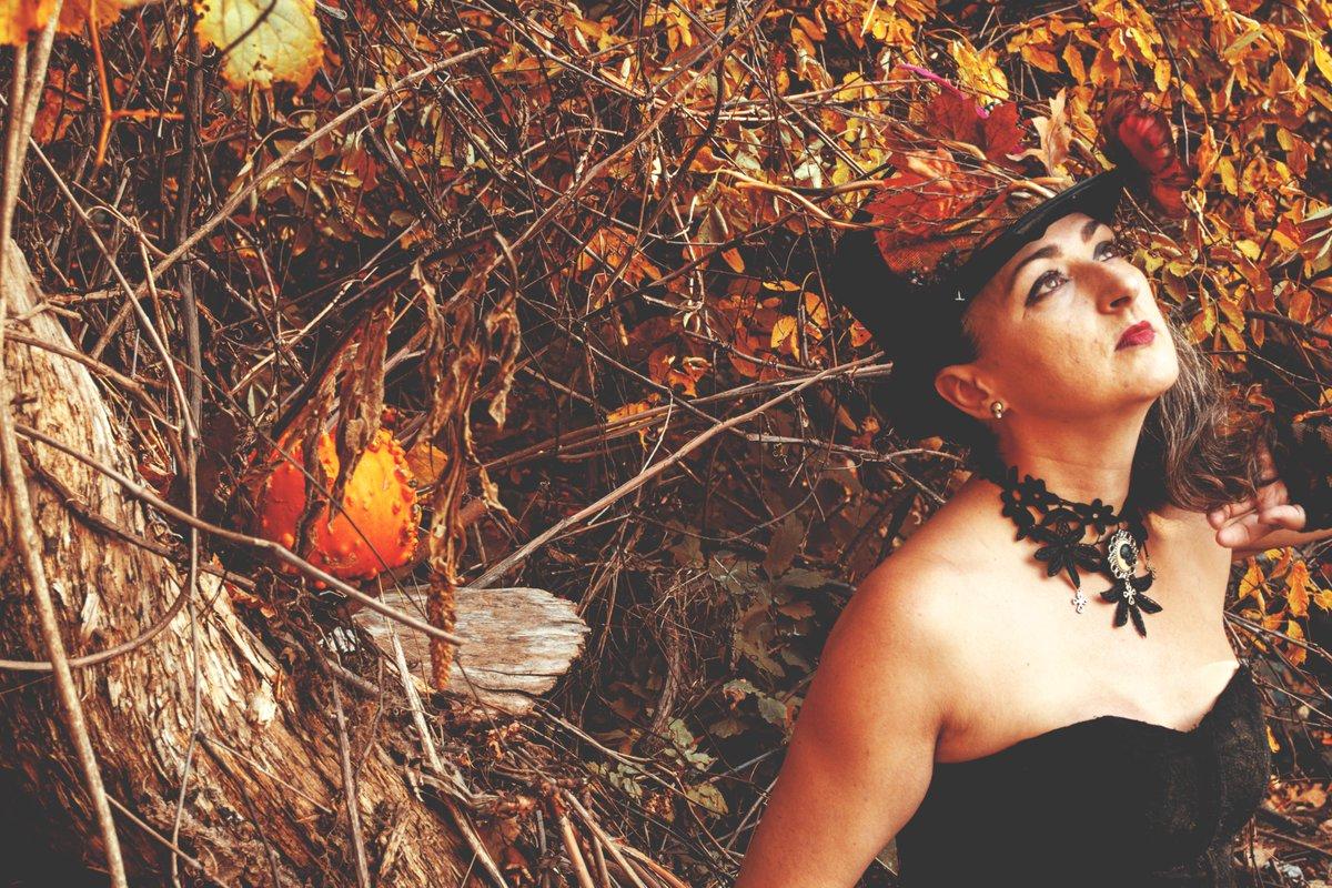 4eme #photography #PhotographyIsArt #fineartphotography #arts #arty #goth #darkfantasy #fantasy #photo #photoconcept #AutumnFalls
