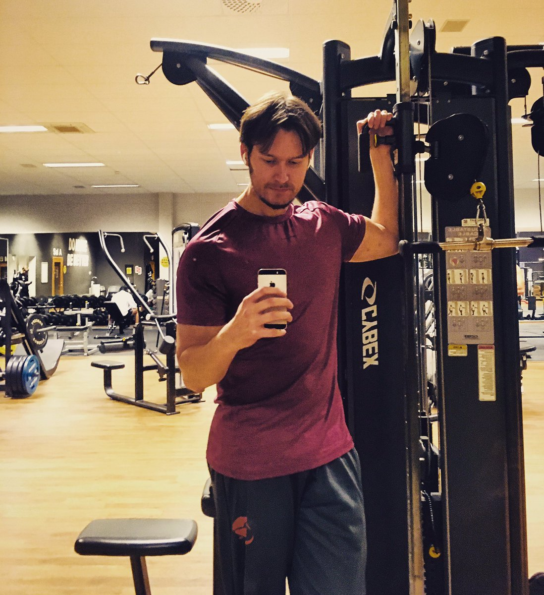"""""""Wake up knowing that whatever happens today, you can handle it. With the right mindset you can turn your weaknesses into your strengths."""" #gym #MondayMotivation #workout #Training"""