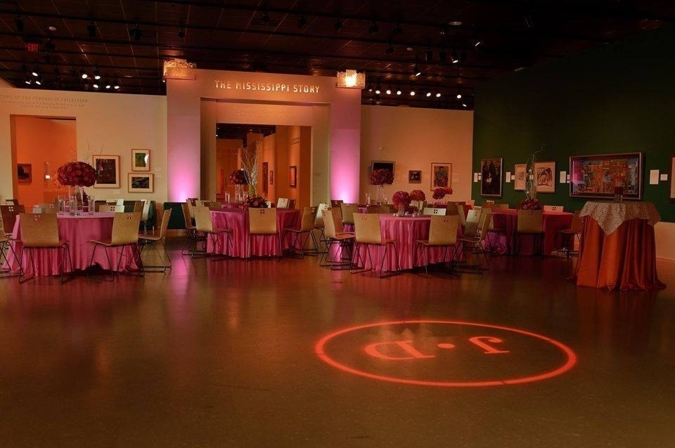 Be sure to add a great deal of personalization to your big day by illuminating 💡 it with a custom monogram! Isn't this one gorgeous 💕?  Let's begin designing your #wedding:   #signatureoccasions #weddingplanning #weddingplanner #weddinglighting #monogram
