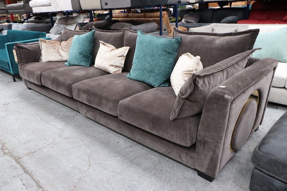 These sofas will arrive before Santa ✨   Get your home ready for #Christmas with a beautiful sofa from our auctions!  BID NOW 👉