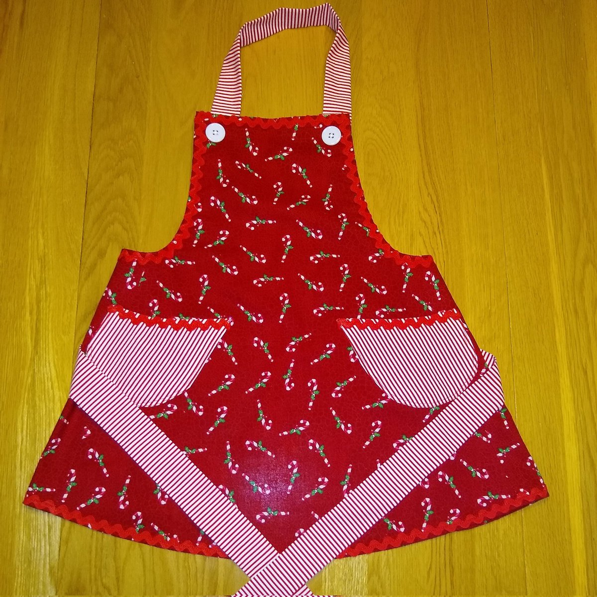 Excited to share the latest addition to my #etsy shop: Candycane Apron #christmas #apron #chef #kitchenapron #cooking #baking #kidsapron #candycanes