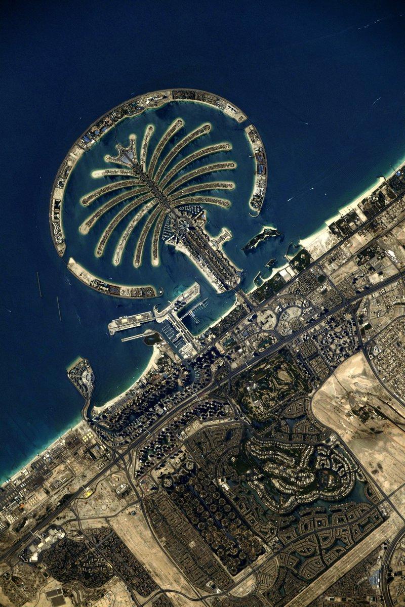 Dubai visto da Estação Espacial Internacional pelas lentes do astronauta @Thom_astro