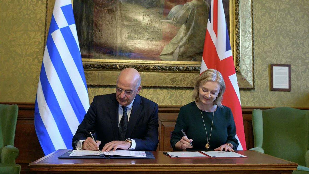 #TariheNotDüşelim #İngiltere ile #Yunanistan; ticaret, güvenlik ve teknoloji alanlarında işbirliğini ilerletmeye yönelik anlaşma imzaladı.  Meali: Bizim @BorisJohnson bu işe kesin taş koyar, nede olsa #Osmanlı torunu...Koymazsa da  biz Asya'ya yalnız gideriz!!!