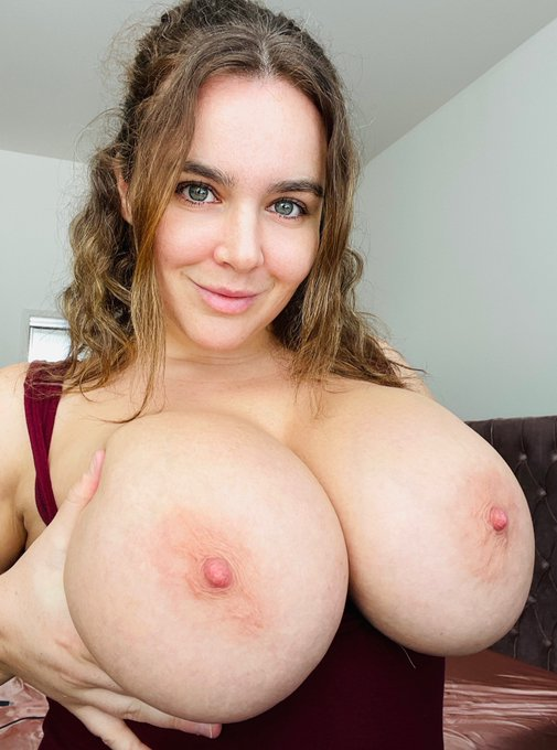 2 pic. Happy Titty Tuesday lovers!! 🥀  https://t.co/arM5DTrQHH https://t.co/FSDZgMWffg