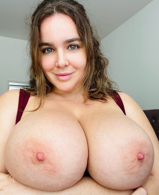 1 pic. Happy Titty Tuesday lovers!! 🥀  https://t.co/arM5DTrQHH https://t.co/FSDZgMWffg