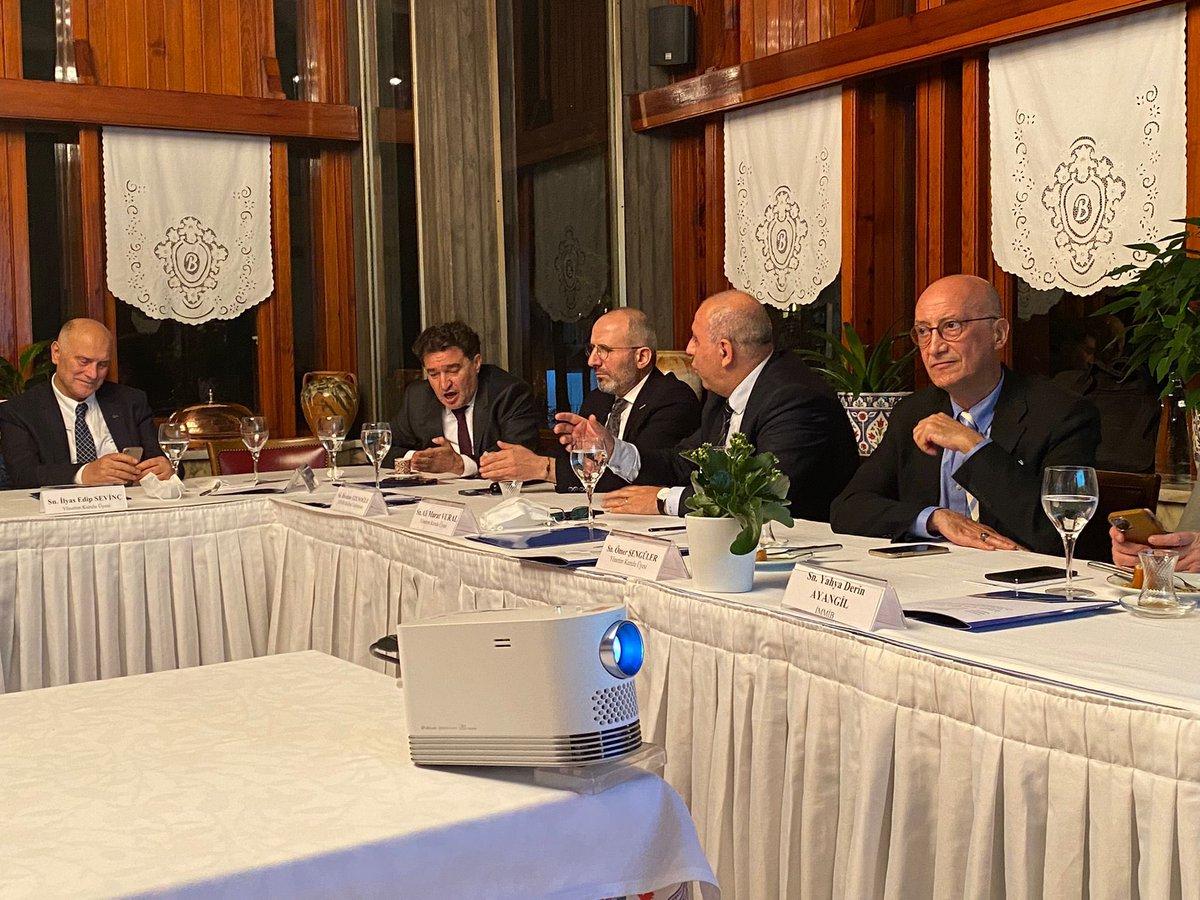 2021 Dubai Expo'da Türkiye 🇹🇷'nin en iyi biçimde temsil edilmesi için TTG Yönetim Kurulu olarak bu akşam İhracatçı Birlik Başkanlarıyla beraber çok çalıştık. @AskTurkiyeCom #dubaiexpo2021