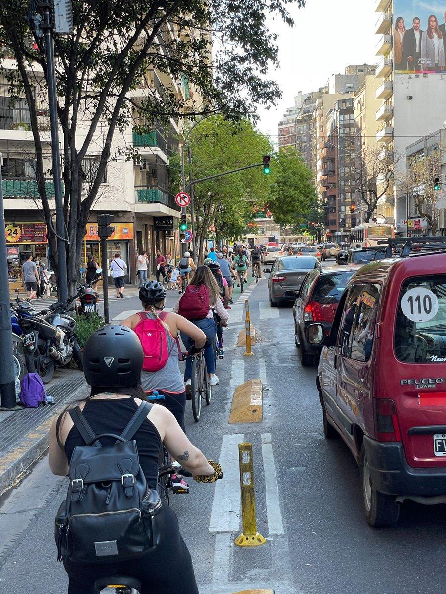 """Todo bien con esto y me parece perfecto pero el otro día por Palermo pasó un tipo en bici en rojo lo más piola, se lo dije y me miró con la cara """"Y a vos qué te importa lo que hago?"""" Hermoso, no? 🙄"""