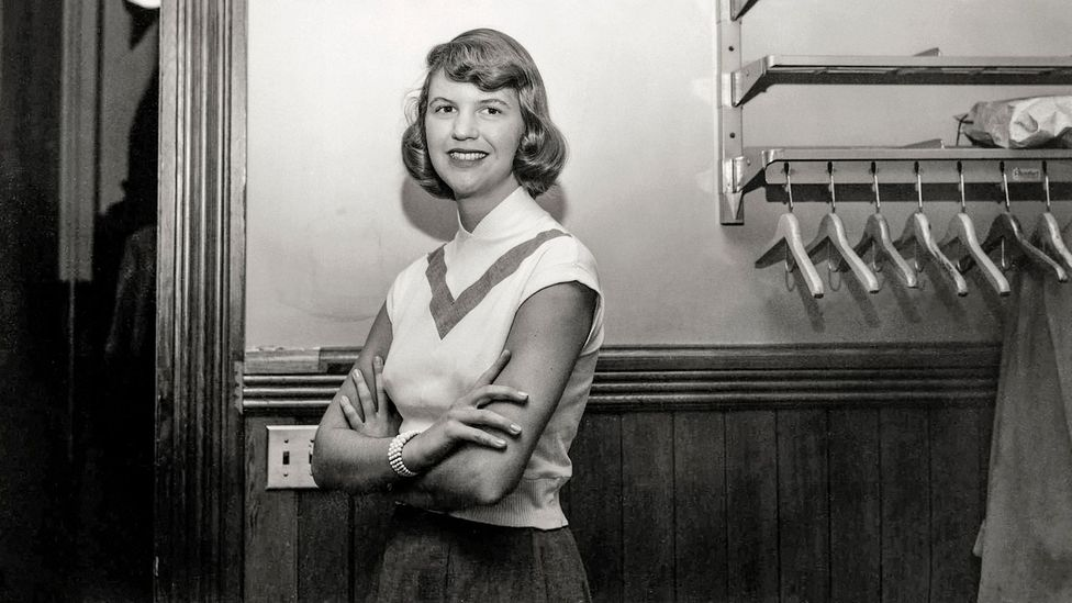 """Sylvia Plath was an American poet best known for her novel 'The Bell Jar,' and for her poetry collections 'The Colossus' and 'Ariel.' She was born #OnThisDay in 1932.  """"Let me live, love, and say it well in good sentences"""" ― Sylvia Plath  #writing #SylviaPlath https://t.co/cPw52LnvBH"""
