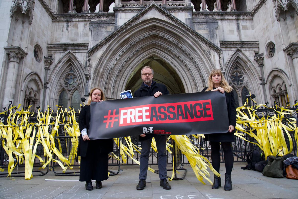 RSF's @rebecca_vincent is back inside the UK High Court to monitor the second and final day of @wikileaks publisher Julian Assange's extradition appeal hearing.   Follow this thread for live updates 👇 https://t.co/JJ8a0i1Im2  #FreeAssange