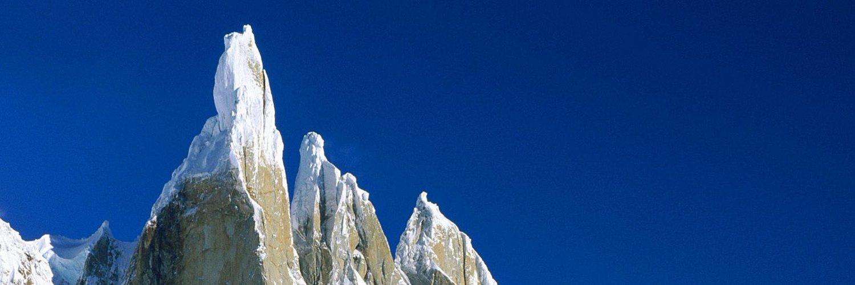 ...Climbing... 📡🏔🧗♀️ Artist backdrop // More Signals More Summits