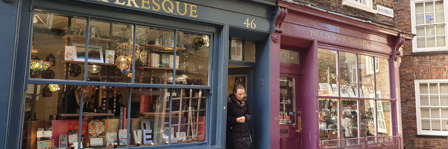 Writer, inspired by Doris Lessing and Alan Bennett. Portrait painter in words. London. Ravenclaw.