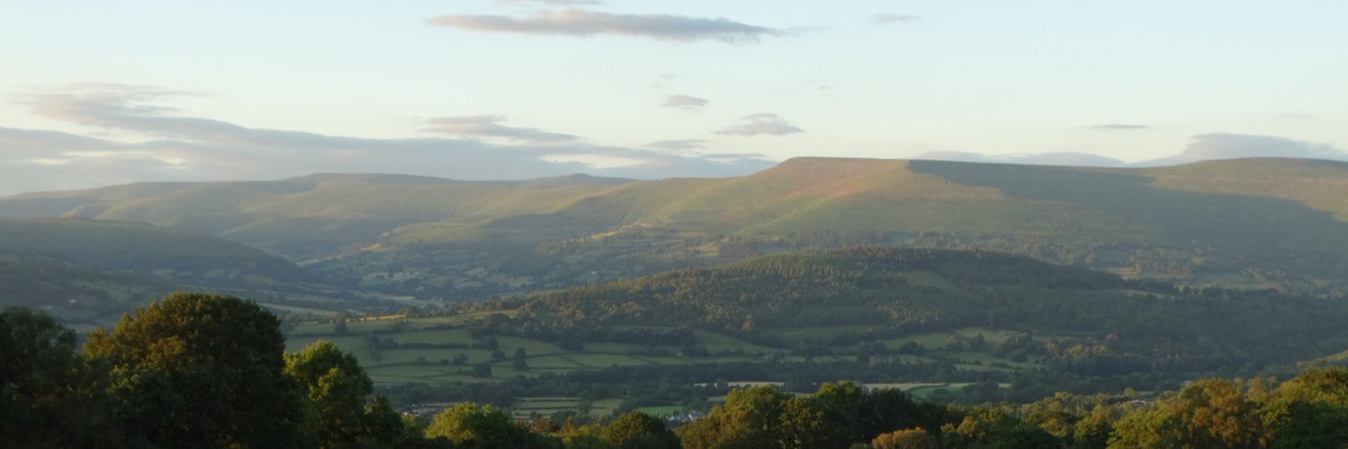 Living on a hill farm in the Brecon Beacons, surrounded by beautiful views, wildflowers, wildlife & trees, looking at The Black Mountains, Wales 🏴