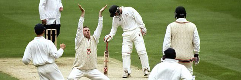 @EssexCricket Porter raises the bat before tea.