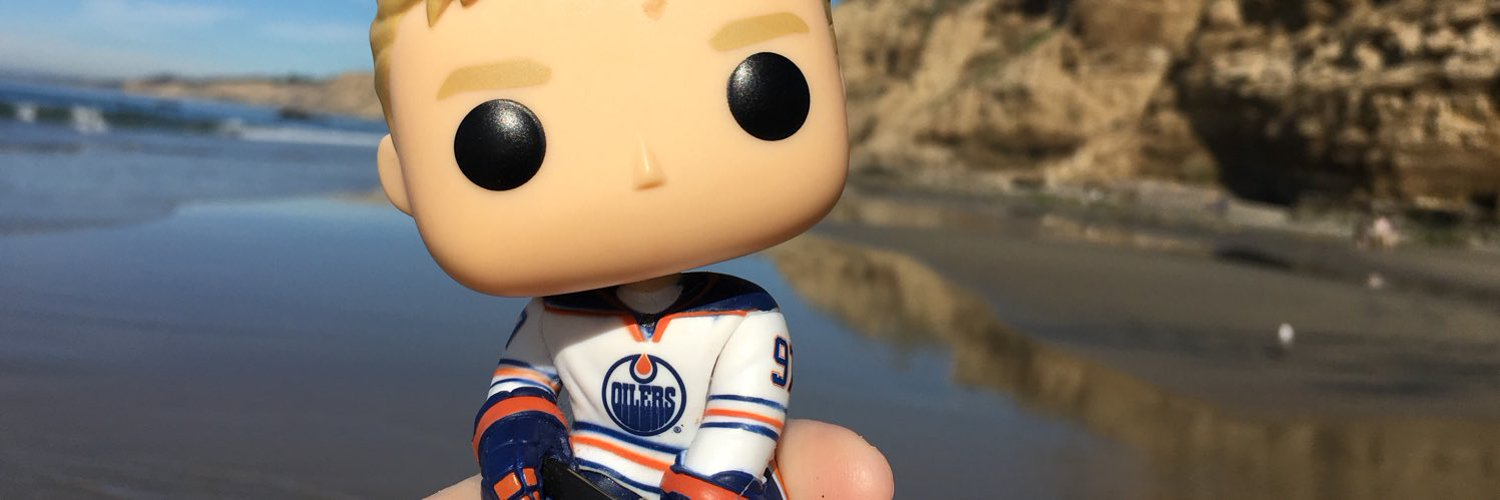Legal alien -can't vote, can rant. Cheers for the Edmonton Oilers. Handler of @k_komodo I follow those who put the 'u' in humour.