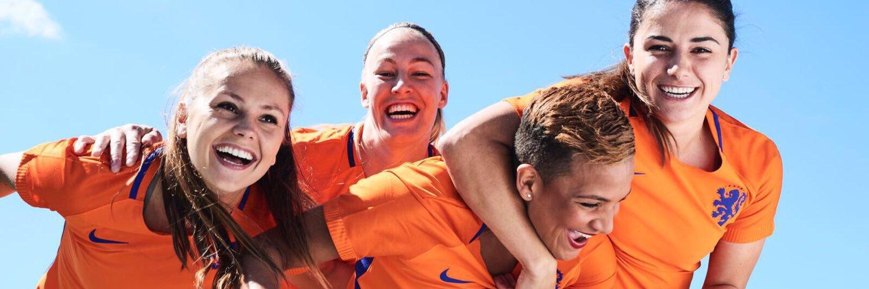 Olympique Lyonnais • #11 • Dutch national team • Nike Athlete • Instagram: svandesanden • Represented by @flowsportsnl