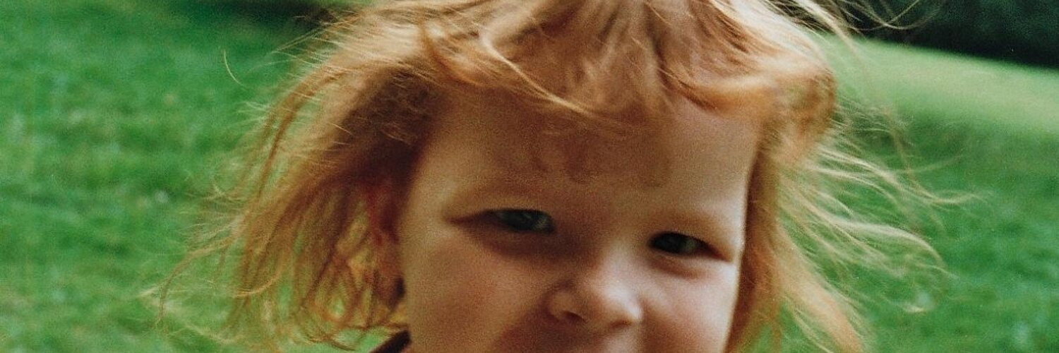 """Neil Winnington on Twitter: """"Help me reach Emily and other abducted children http://t.co/qB0mGsPTsm http://t.co/mUHjW9UZfE"""""""
