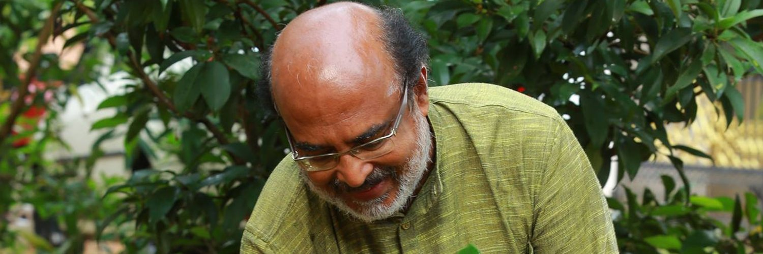 Demise of com Shyamal Chakrabarthy, CC member CPI(M), is a big loss to the communist movement. Have known him since the formation of SFI.His life will continue to inspire us in these challenging times and his contributions will always be remembered. Heartfelt condolences.