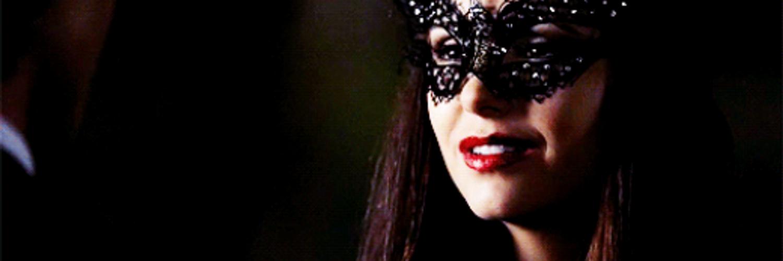 Гифки девушки в маске черной