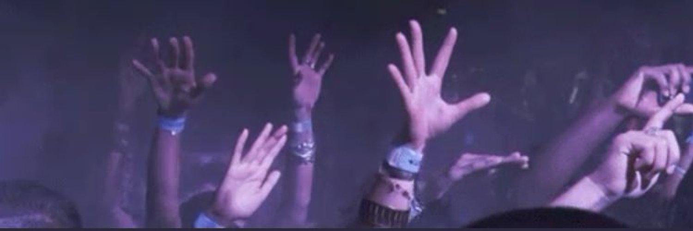 гифка танец руками бытовым приборам вполне