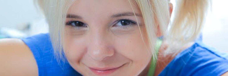 Cute Teens Kate Blonde Family Strokes 1