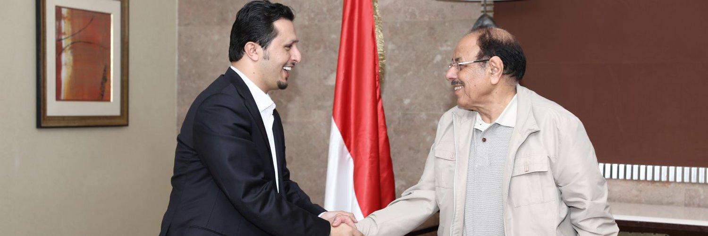 نائب وزير الخارجية اليمني #الحضرمي: نرفض استمرار تقديم الدعم الاماراتي المالي والعسكري لقوات المجلس الانتقالي الخارجة عن القانون والدولة في اليمن، ونجدد المطالبة بايقافه بشكل فوري وكامل. twitter.com/yemen_mofa/sta…