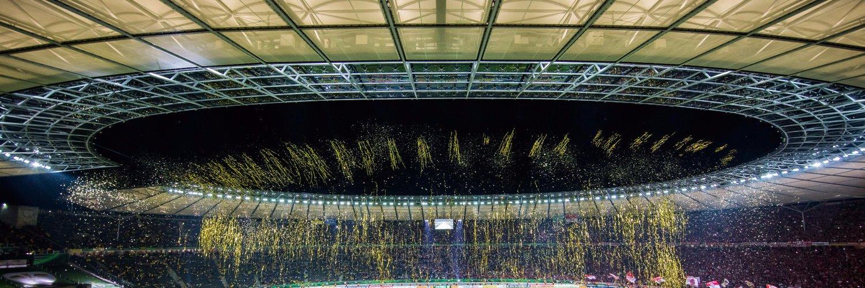 🔝 Borussia Dortmund, Christian Streich, Schalke 👎 VAR This was quite a weekend of Bundesliga football. Heres everything you need to know 👇 dw.com/en/bundesliga-…