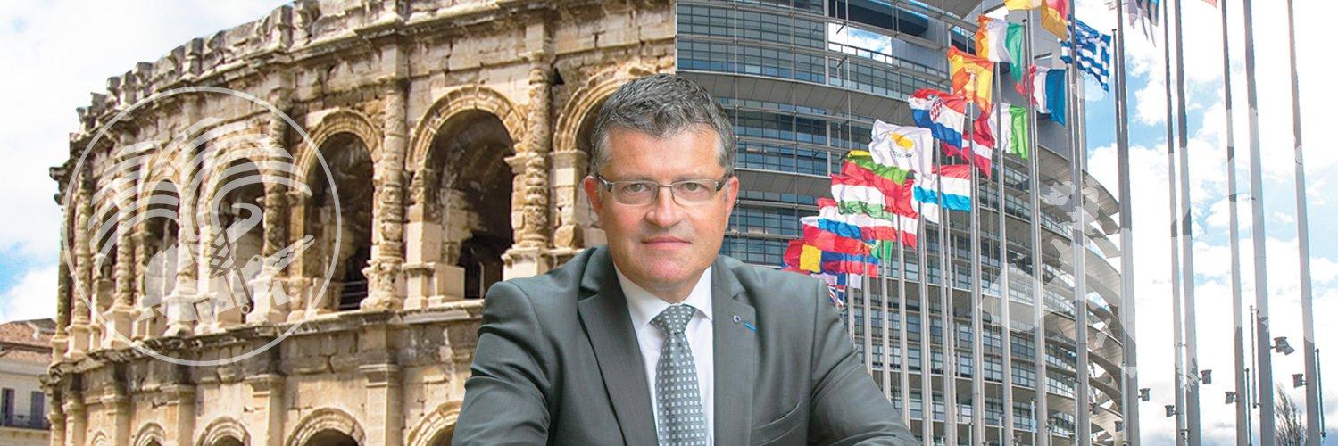 Heureux de retrouver mon amie @valerieboyer13 à Bruxelles pour soutenir notre candidat @FrancoisFillon… https://t.co/VfdjexwByt