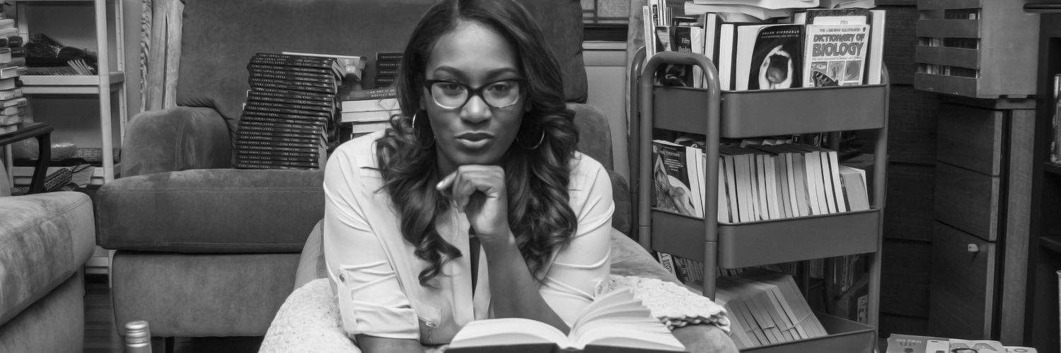 Bossy & bookish in The Bronx 🙅🏾♀️ Proprietress @thelitbar 📚🍷Instagram: 1st.noelle