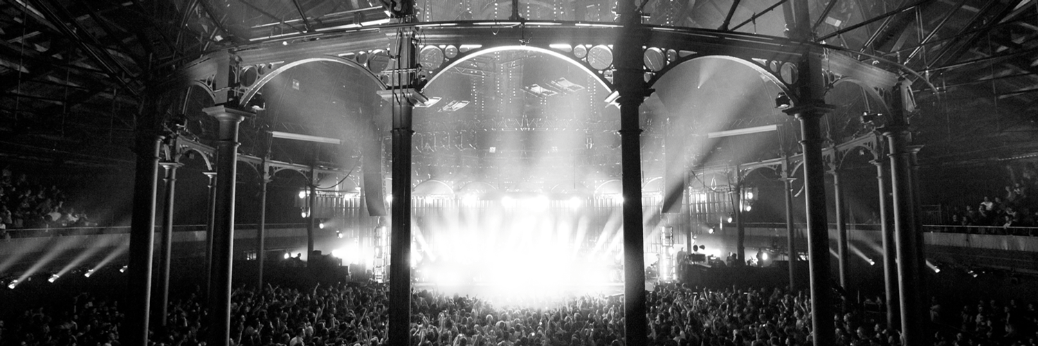"""iTunes Festival on Twitter: """".@ArcticMonkeys have swagger. Watch their #iTunesFestival show before 10/31. http://t.co/L8qQaP4pOS http://t.co/ZgK62BlE89"""""""