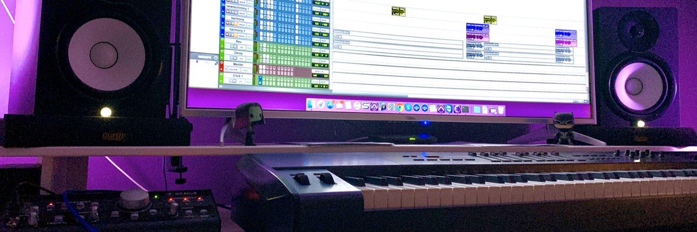 اقدم لكم الدورة التدريبية الالكترونية في كيفية صياغة الصوت للاعلانات التلفزيونية. دورة متكاملة تتعلم من خلالها كيفية تركيب الموسيقى التصويرية، التعليق الصوتي، والمؤثرات الصوتية، وتسليم العمل النهائي للعميل. لاتفوتكم… instagram.com/p/CAV4pHAAgvX/…