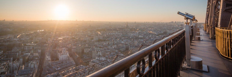 Bienvenue sur le compte officiel de la #tourEiffel! Parisienne depuis 1889. Welcome to the official account of the #EiffelTower! Parisian since 1889. #Eiffel130