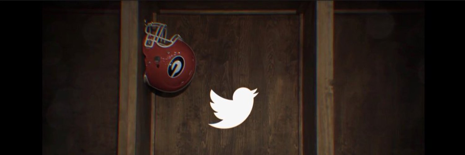I slang tweets. @TwitterSports...formerly @ESPN. And before you ask, I'm trying to get @Twitter to verify me too. (D[M]V - UGA - 🇳🇬)