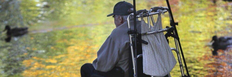 Vieux sénile et détestable vivant ses derniers moments dans un CHSLD. Aussi coach de vie pour les jeunes abrutis sans experience.