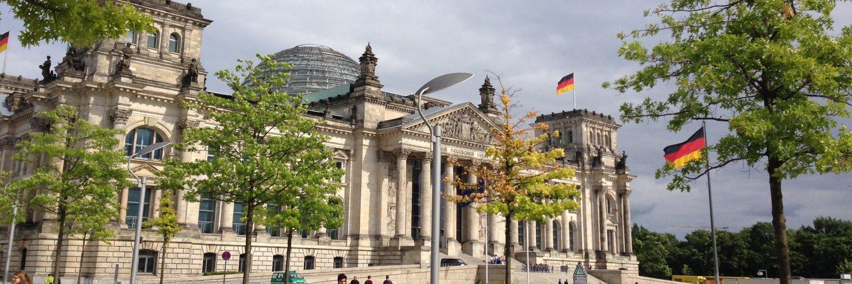 "almaniah.com ألمانيا on Twitter: ""شاهدوا معنا هنا  رحلة سعود وجيهان ل ألمانيا على يوتوب واعرفوا #ألمانيا كما لم تعرفوها من قبل http://t.co/5qMzBJXlkJ http://t.co/Led5lxmGfZ"""