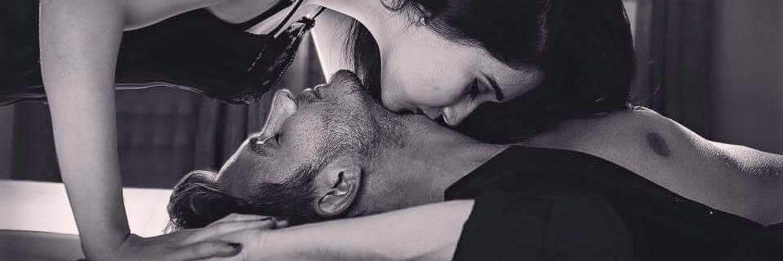 Гиф целует парня в живот