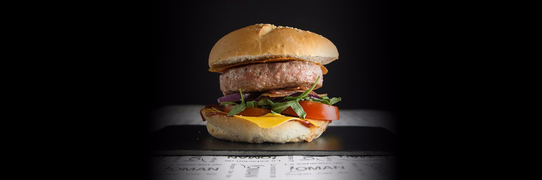 comiendo hamburguesas en La Estación De Loman Ourense facebook.com/32640393753973…