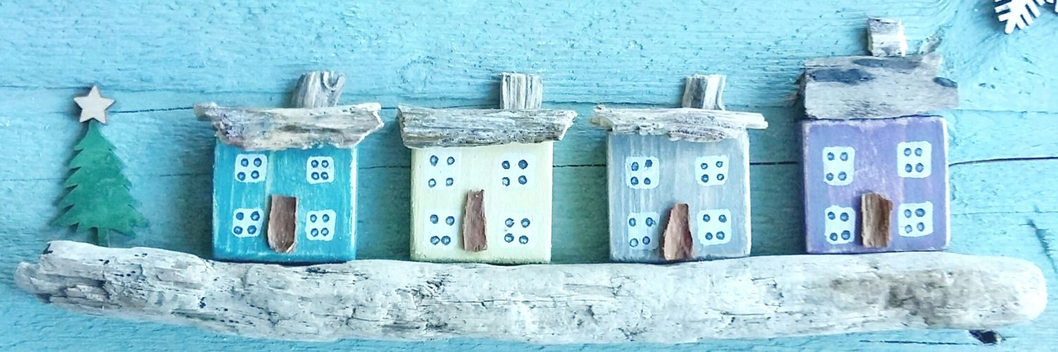 I make pebble pictures & collectables from the treasures I find on the shores of N Ireland. BeachGroveDesigns.Etsy.com Instagram.com/beachgrovedesi…