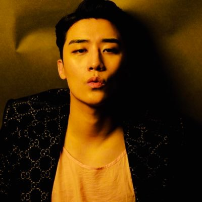 V.I(ヴィ・アイ) (BIGBANG) Twitter