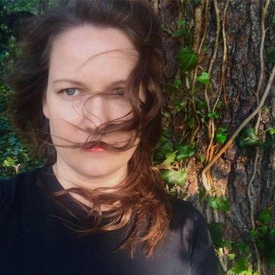 Elizabeth Whittlesey (@eluze0o) Twitter profile photo