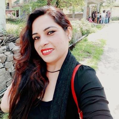 Ritika's Twitter Profile Picture