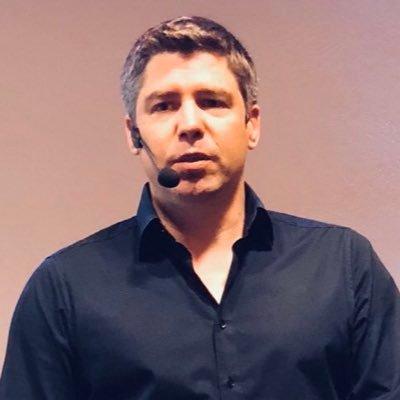 Simon Dueckert