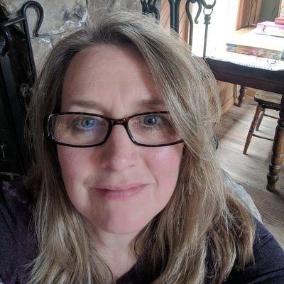 Christine Lafferty (@chrlafferty) Twitter profile photo